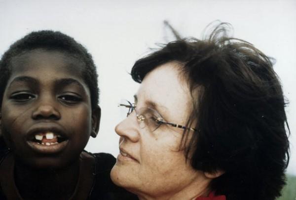 Paní Winkler-Stumpf s Binií, prvním dítětem, jemuž operace pomohla.